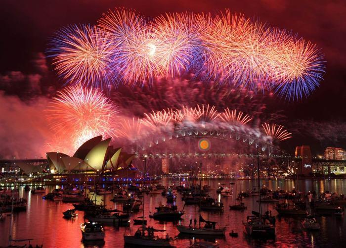 大红大紫的悉尼歌剧院与海港大桥上空!