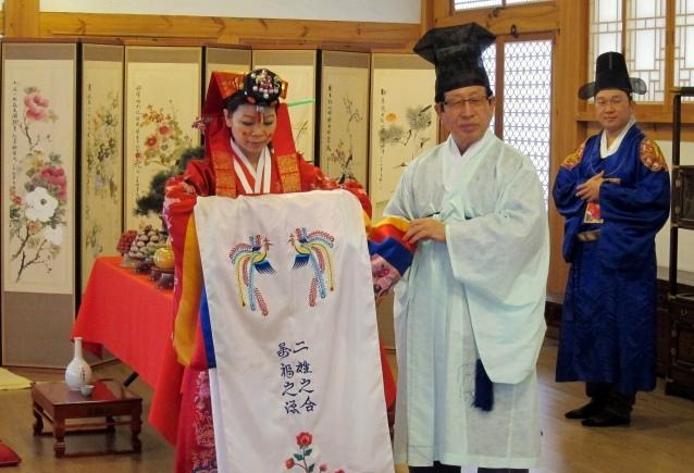 韩国的婚礼体验也是广受大家喜爱的环节,一起来当一次韩国新郎新娘吧!
