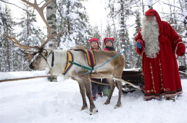 santa and reindeer 600
