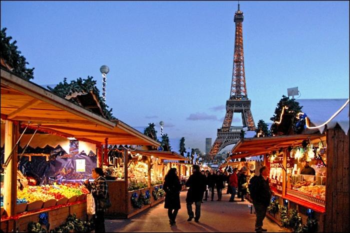 巴黎16区的Trocadero,据说是巴黎最大的圣诞集市。