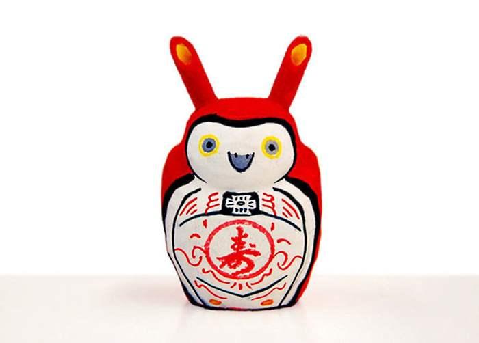 民间传统的猫头鹰公仔,日本人自古以来就把红色当作消灾解厄的颜色。