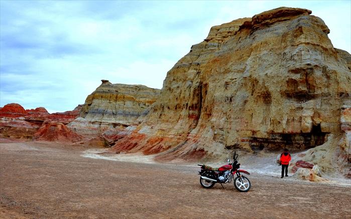 除了色彩,山丘的外形也是一大看点。