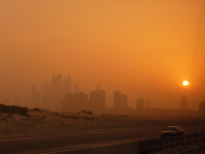 """""""迪拜梦""""会不会因为油价大跌而再次夭折?那,外劳何去何从?"""