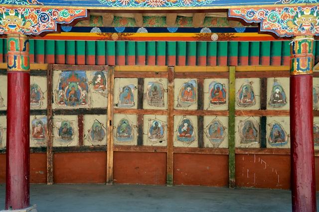 和美寺古朴的佛像壁画