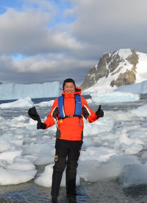 李桑三度征服南极大陆。