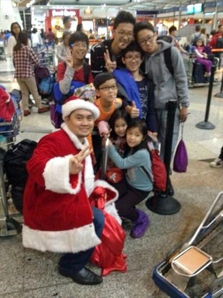 好好享受圣诞老人送给大家的零食和小礼物吧!