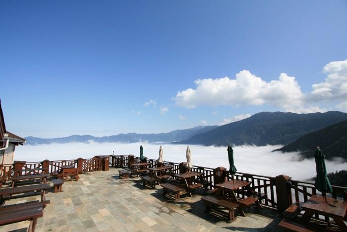 静静坐在雪霸休闲农场面山的云海咖啡厅,享受山林独家的美好时刻。