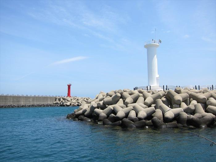 醒目的灯塔为茫茫带还带来不一样的景致。