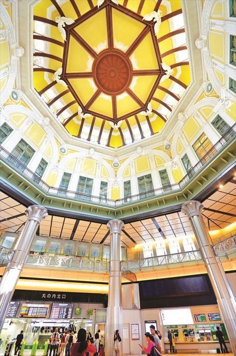 东京车站保存了文艺复兴时期的建筑风格,华丽却不失典雅,相当优美。