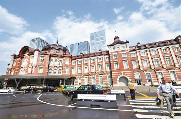 """东京车站为文艺复兴式""""赤炼瓦""""红砖造建筑,相当复古。"""