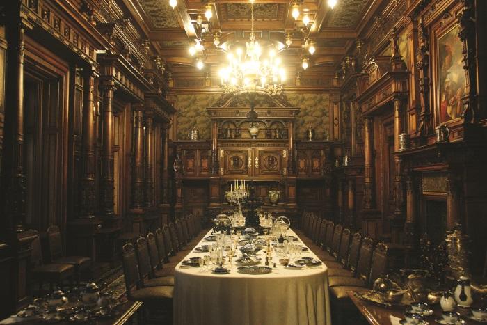 堂皇大气的餐厅。