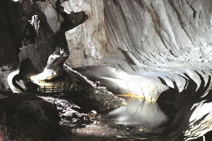 姆鲁国家公园(Mulu National Park)位于砂拉越美里和林梦的交界处,是砂拉越广大森林腹地里的一颗明珠。