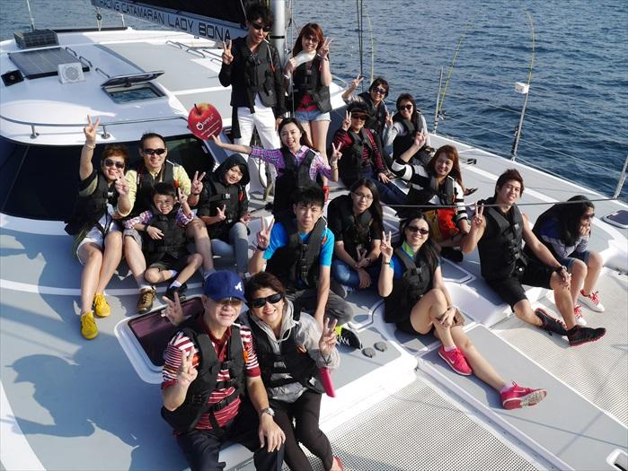 乘坐帆船游艇,是济州岛其中一个广受欢迎的水上活动。