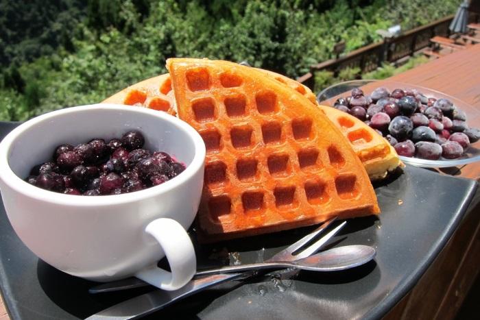 来到盛产蓝莓的雪霸休闲农场,当然要来一客蓝莓松饼和蓝莓雪糕啦!