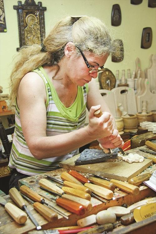 木雕师傅。