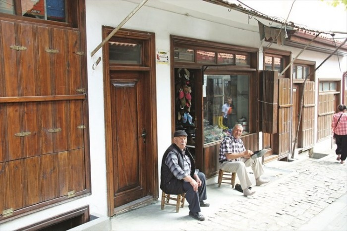 修缮过的伊斯可利小镇和收购工艺师傅。