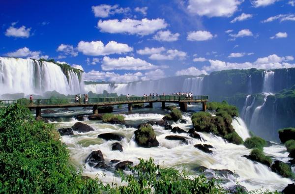 brazil_iguassu_falls_backpackerinsight-1